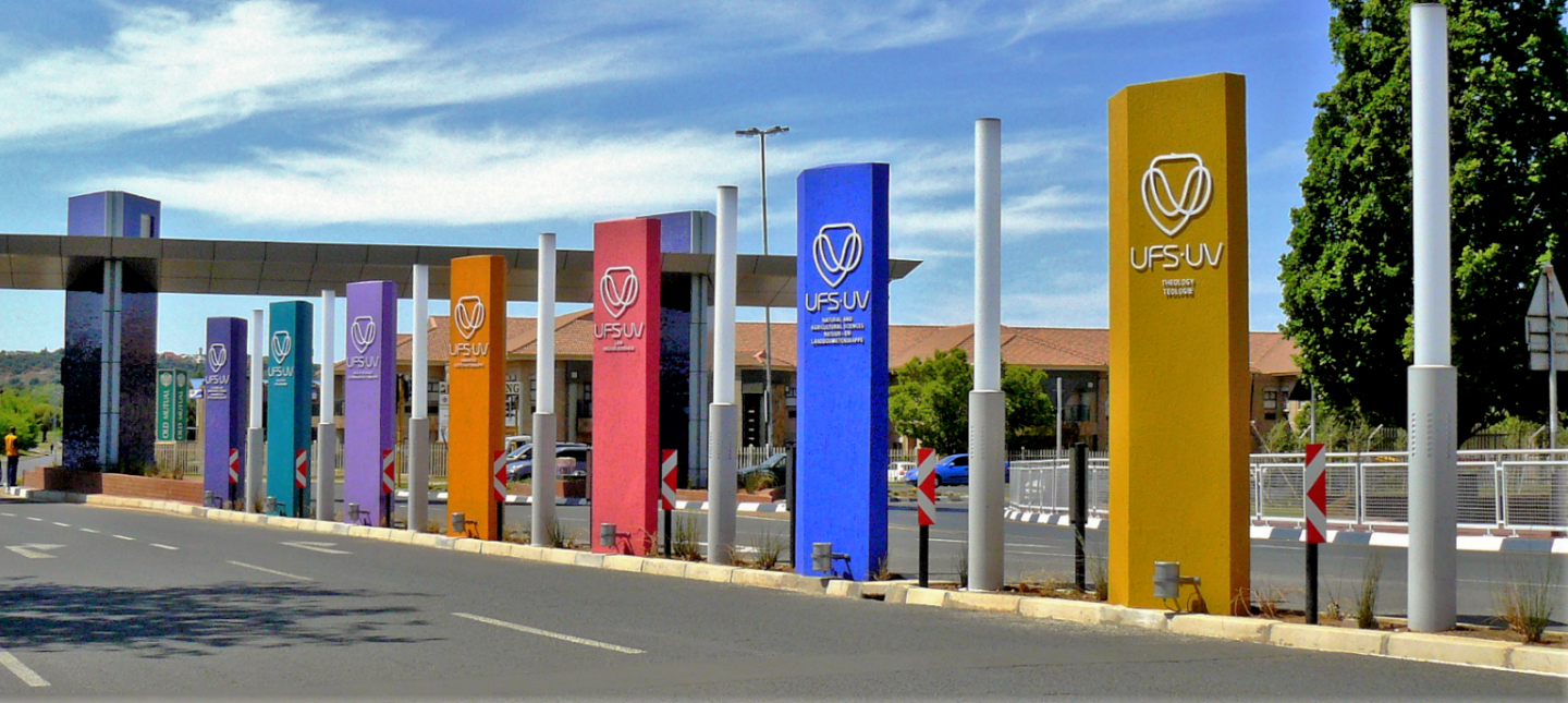 Main entrance, University of the Free State, Bloemfontein - New Tempe Airport photo gallery  Rod Bally at Panoromio